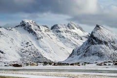 Winterlandschaft in Lofoten-Archipel stockfotos
