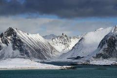 Winterlandschaft in Lofoten-Archipel lizenzfreie stockfotografie