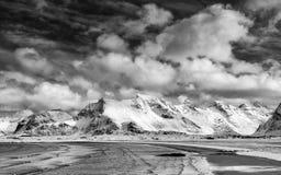 Winterlandschaft in Lofoten-Archipel lizenzfreie stockbilder