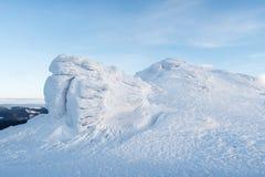 Winterlandschaft mit Felsen im Frost Stockfoto