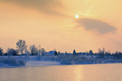 Winterlandschaft mit Fluss Stockbild