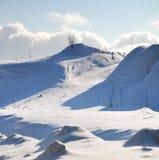 Winterlandschaft mit Hügeln Lizenzfreie Stockbilder