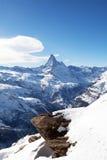 Winterlandschaft mit Matterhorm Berg stockfotografie