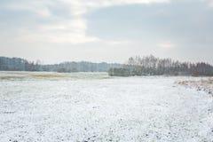 Winterlandschaft mit Schnee bedeckte Landschaft Lizenzfreies Stockbild