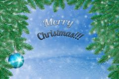 Winterlandschaft mit Schnee Weihnachtshintergrund mit Tannenzweig und Weihnachtsball Frohe Weihnachten und guten Rutsch ins Neue  lizenzfreie stockfotos