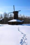 Winterlandschaft mit Windmühle Stockfoto