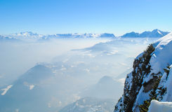 Winterlandschaft, Schnee auf Mountain View Lizenzfreie Stockfotos