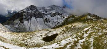 Winterlandschaft am Sommer in den Schweizer Alpen Stockfotografie