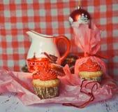 Winterliche kleine Kuchen, zum des neuen Jahres zu feiern Lizenzfreie Stockfotos