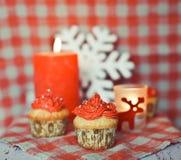 Winterliche kleine Kuchen, zum des neuen Jahres zu feiern Stockfotografie