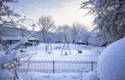 Winterlicher Spielplatz im Freien in Vereinigtem Königreich Stockbilder