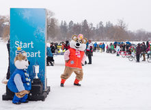 Winterlude à Ottawa, Ontario, Canada 2014 - courses de lit sur l'IC Images stock