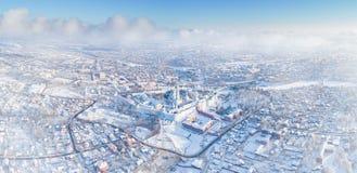Winterluftpanorama von Sergiev Posad, Russland stockbild