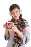 Wintermädchen mit heißem Getränk Lizenzfreie Stockbilder