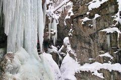 Wintermärchenland in der Schlucht Stockbilder