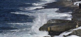 Wintermeerblick entlang der Küste von Neufundland Kanada, nahe Flatrock lizenzfreie stockfotografie
