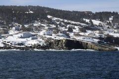 Wintermeerblick entlang der Küste von Neufundland Kanada, nahe Flatrock lizenzfreie stockfotos