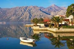 Wintermittelmeerlandschaft Montenegro, Ansicht der Bucht von Kotor Stockfotos
