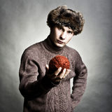 Wintermode des jungen Mannes Lizenzfreies Stockfoto