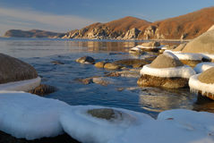 Wintermorgen auf Küste von ocean-4 Stockfotografie
