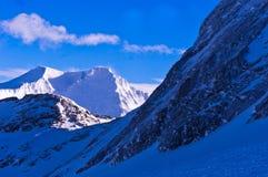 Wintermorgen-Panoramaansicht von der Spitze Kaprun-Gletschers in den österreichischen Alpen Stockbilder