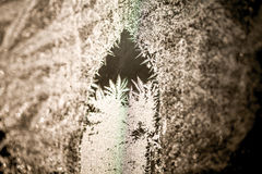 Wintermuster auf dem Fenster Lizenzfreies Stockfoto