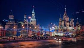 Winternachtlandschaft in der Mitte von Moskau Stockfotos