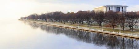 Winternebel auf dem Küstenvorland der Nationalbibliothek lizenzfreies stockfoto