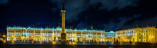 Winterpalast in St Petersburg stockbilder