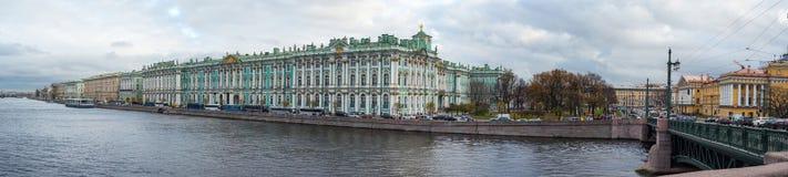 Winterpalast in St Petersburg lizenzfreies stockbild