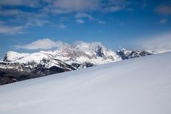 Winterpanorama auf Bergen in Val Gardena Stockbilder