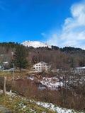 Winterpanorama des eben Schnee-mit einer Kappe bedeckten Apennines-Berges Jahreszeit begonnen Skifahren stockbilder