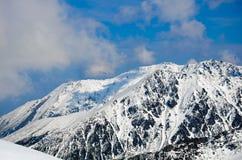 Winterpanorama von Bergen Lizenzfreies Stockbild