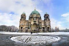 Winterpanorama von Berlin Dom Lizenzfreie Stockfotografie