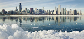 Winterpanorama von Chicago. Stockfotos