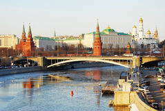 Winterpanorama Moskaus der Kreml an der Dämmerung Lizenzfreies Stockfoto
