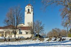 Winterpark mit dem Boise Idaho-Zugdepot stockfotos