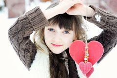 Winterporträt des reizenden Kindermädchens Lizenzfreies Stockfoto