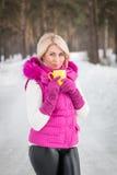 Winterporträt des sexy Mädchens Lizenzfreie Stockfotografie