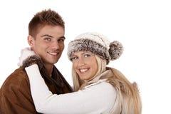 Winterportrait der glücklichen Paare Stockbilder