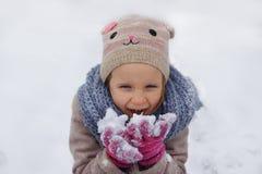 Winterportrait des kleinen Mädchens Lizenzfreies Stockfoto