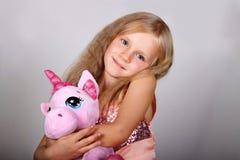 Winterportrait des kleinen Mädchens Lizenzfreie Stockbilder
