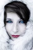 Winterportrait mit Pelz Stockfotografie