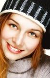 Winterportrait von einer glücklichen frohen Frau Stockbild