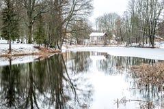 Winterreflexion in Stameriena, Lettland Lizenzfreies Stockfoto