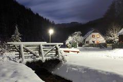 Winters landschap met chalet. royalty-vrije stock foto