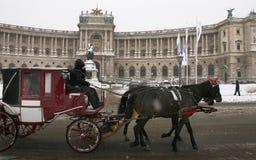 Winterscape: Fiaker vor Hofburg Lizenzfreie Stockbilder