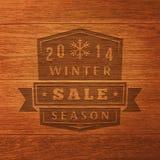Winterschlussverkauf-Aufkleber 2014 auf hölzerner Beschaffenheit. Vektor Lizenzfreies Stockfoto