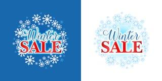 Winterschlussverkaufhintergrund, Emblem, Ausweis Verkauf Text auf Winter Background Glückliches Einkaufenmädchen auf weißem Hinte Lizenzfreie Stockbilder