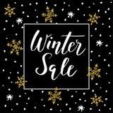 Winterschlussverkaufhintergrund mit handgeschriebenem Text, goldenen Gekritzelschneeflocken und Sternen stock abbildung